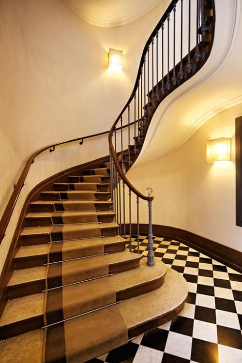 184-rivoli-paris-escalier-typique